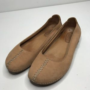Clarks Artisan Neutral Tan Leather Flats
